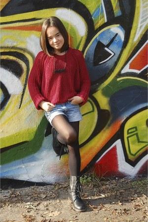 brick red knitted Mango sweatshirt - black leather boots