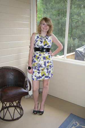 white floral dress - gray heels - black flower bracelet