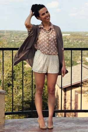 cream francescas shorts - camel Express cardigan - neutral Agaci top
