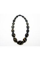 Wood-ray-banack-and-sack-necklace