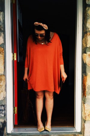 carrot orange free people dress - brown purse - peach Forever 21 hair accessory