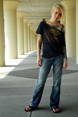 black DIY t-shirt - blue Express jeans - black Teva sandals
