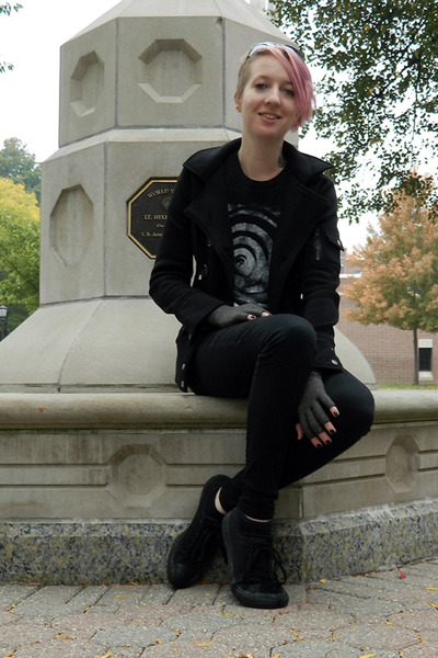 black Lovesick jeans - black Ambiance jacket - gray Steve Madden sunglasses