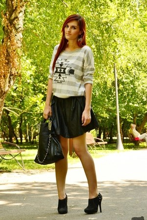faux leather Stradivarius skirt