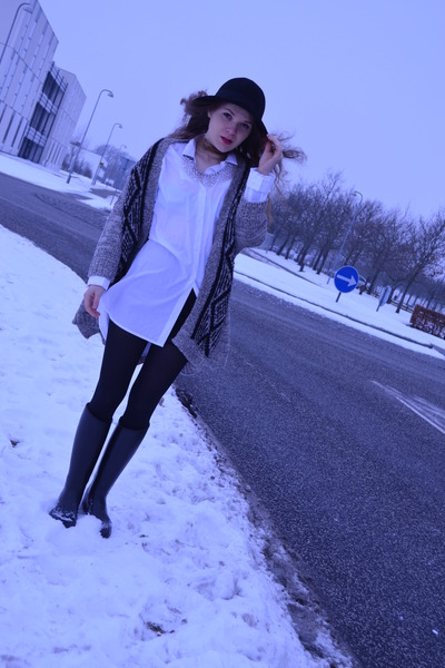 gray Zara sweater - black Mon Showroom boots - white oversized shirt Mango shirt