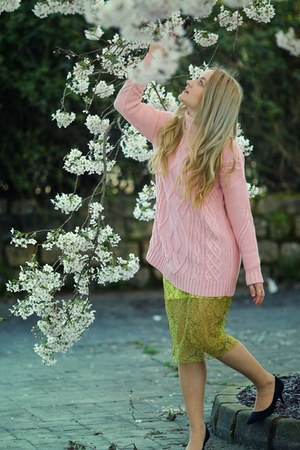 yellow lace Zara skirt - bubble gum River Island jumper - black H&M heels