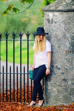 white Zoe Karssen t-shirt - black Primark jeans - black fedora Fails Worth hat