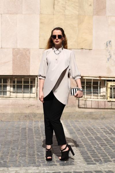periwinkle cotton vintage shirt - black striped Zara bag