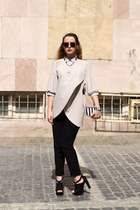 periwinkle cotton vintage shirt - black striped Zara bag