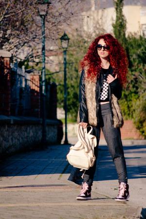 Prada sunglasses - nike sneakers - Stradivarius sweatshirt