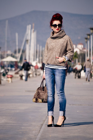 Mango sweater - Moschino bag - Prada sunglasses - Michael Kors watch