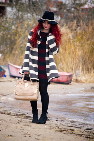 Topshop boots - Zara dress - OASAP bag - Calzedonia socks - Mango bracelet