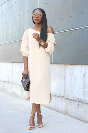 Nude colored sunglasses - Blush off the shoulder dress - Black flap bag