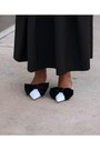 Zara-blue-bow-shoes-white-tuxedo-shirt-blue-bag-black-pleated-skirt