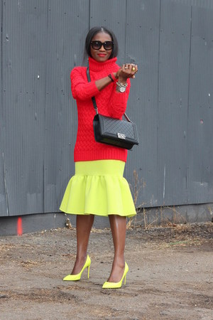 Red Warehouse sweater - Black Chanel bag - Black Tom Ford sunglasses