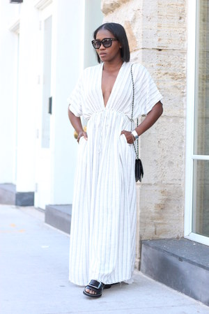 Striped Caftan dress - Black Chanel bag - Black Tom Ford sunglasses