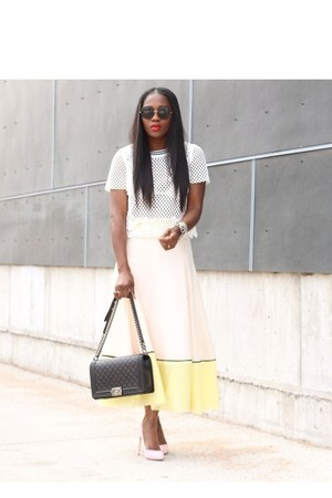 Maje top - Manolo Blahnik shoes - Chanel bag - Linda Farrow sunglasses