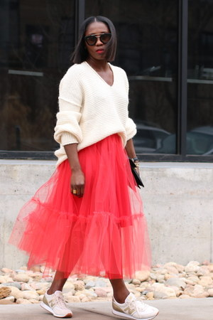 Red skirt - Beige sweater - Black flap bag - black sunglasses