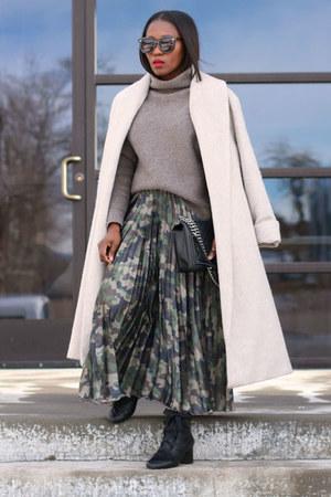 Camo Print skirt - Black Lace-Up boots - winter coat - Mockneck sweater