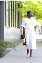 White linen top - black bag - black sunglasses - White linen pants