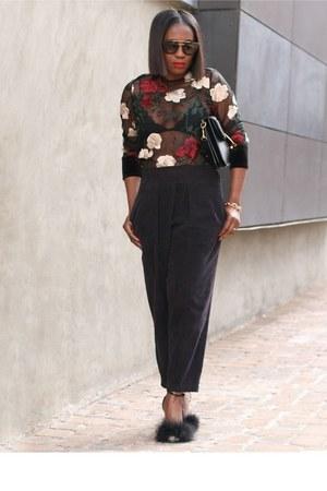 Embroidered top - Flap bag - Prada sunglasses - Crop pants