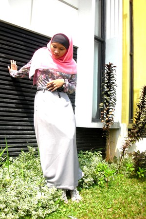 Local Boutique top - thrifted skirt - fleurete heels