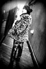 Black-carlos-santana-boots-beige-leopard-print-guess-coat-black-knit-hat