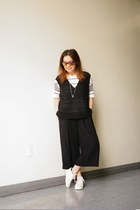 Icon Brand necklace - mirror lens Urban Outfitters sunglasses - BDG t-shirt