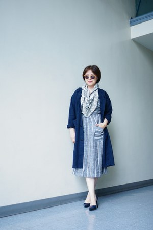 Cooperative dress - navy linen shop Urban Renewal coat
