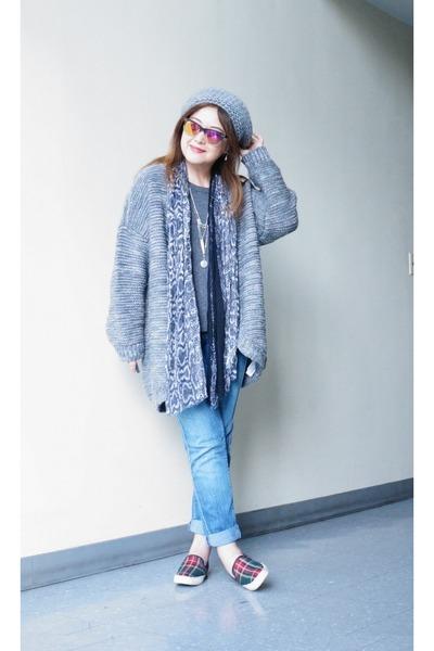 grey abercrombie and fitch sweater - boyfriend Zara jeans