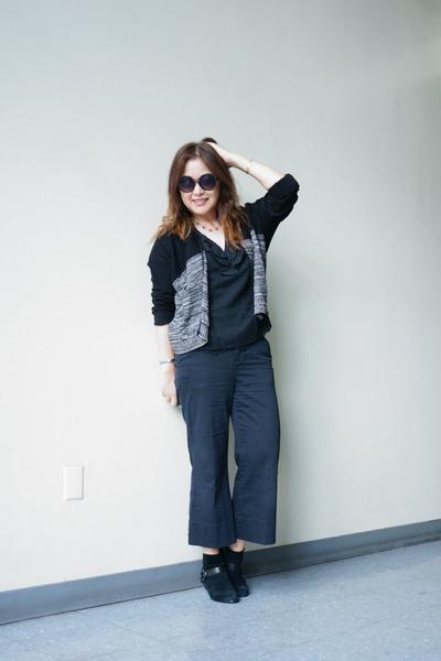 colorblock knit Absolutely cardigan - sam edelman boots - quay sunglasses