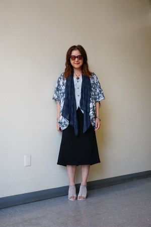 black midi Express skirt - unknown brand scarf - cotton handmade thrifted vest