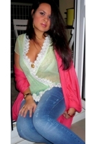 Amazone top - Zara jeans - Galeries Lafayette scarf
