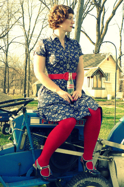 navy acorn print Porridge dress - red crosshatch Worthington tights - red thrift