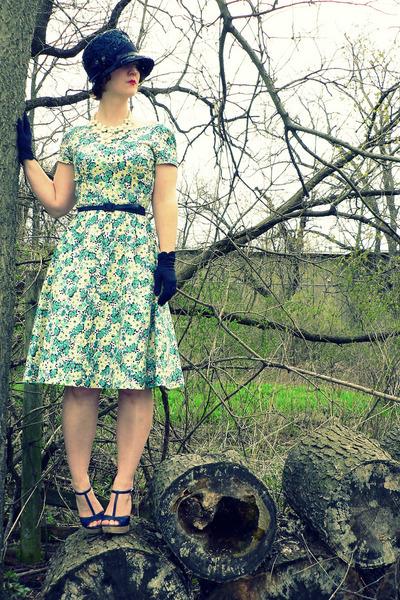 light yellow 40s floral vintage dress - navy vintage hat - navy thrifted belt -