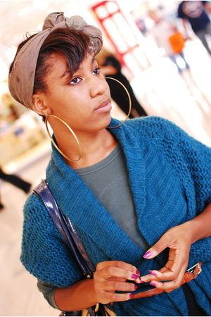 blue sweater - gold earrings - beige boots - brown scarf