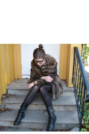 vintage coat - Din Sko shoes - casio