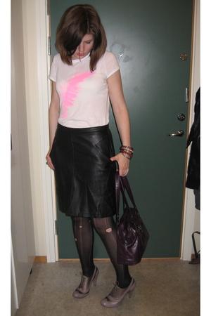 Oasis t-shirt - vintage skirt - shoes