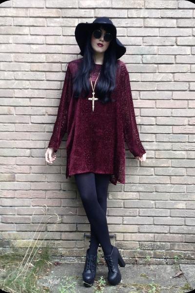 gold Topshop necklace - ruby red vintage 90s dress - black H&M hat