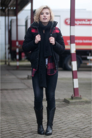 black sendra boots - black skinny revel Levis jeans - ruby red Monki shirt
