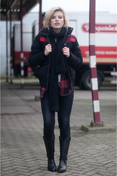 black sendra boots - black skinny revel Levis jeans - ruby red Monki shirt