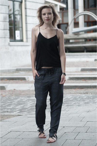 black H&M Trend vest - navy H&M Trend pants - black mellow yellow sandals