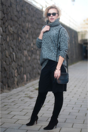 black mai piu senza boots - heather gray lindex sweater - black asos shorts