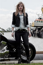black Sacha boots - black Oasis jacket - light blue denim jeans the Sting shirt