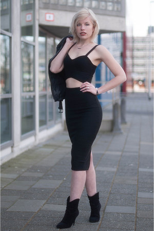 black Coolcat skirt - black cropped crop Coolcat top