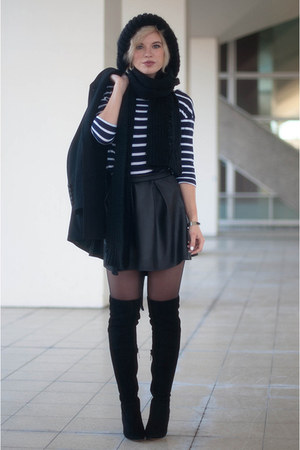 black Boohoo skirt - black mai piu senza boots - black cocoon asos coat