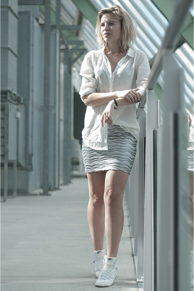 white H&M shirt - white nike sneakers - silver Modemusthaves skirt