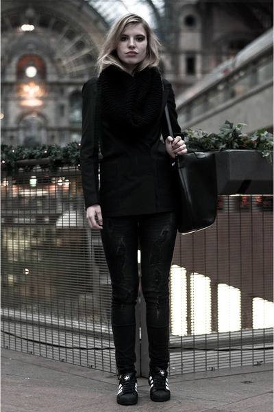 dark gray maison martin margiela X H&M blazer - dark gray Mango jeans
