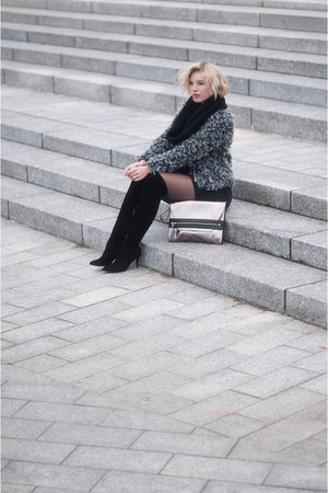 black duo boots boots - charcoal gray fluffy fur the Sting jacket