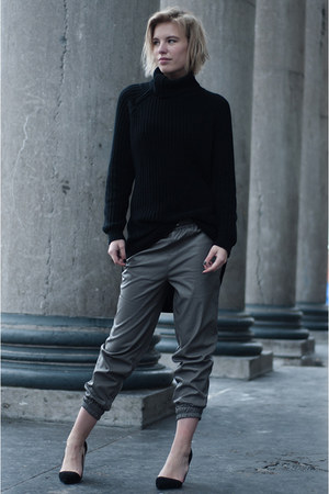 black Nelly sweater - charcoal gray Front Row Shop pants
